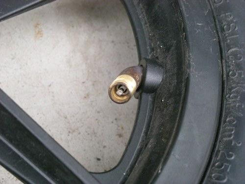 サイクルトレーラーのタイヤバルブ