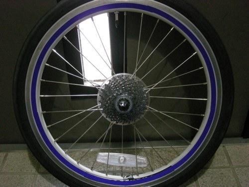女性目線でデザインされた自転車用トランクほか