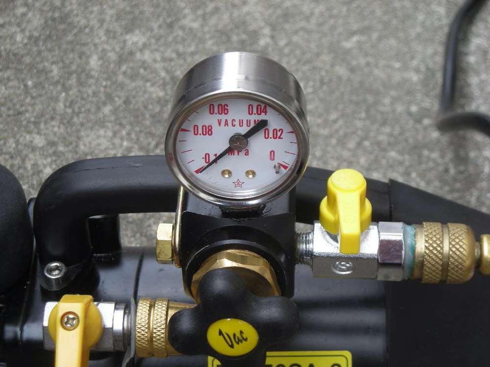 真空引きの圧力計
