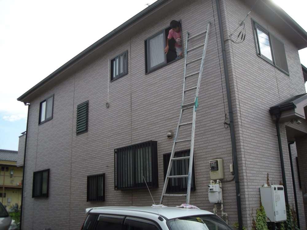 クルマの上に梯子